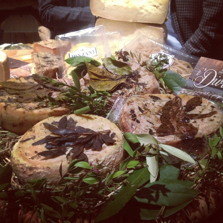 TASTE'S : ITALIAN CHEESE WITH LEAVES