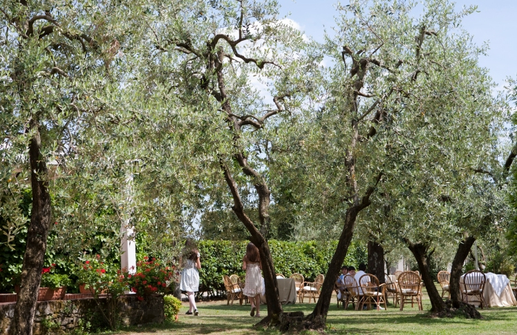 Have a party in the park of Grand Hotel Villa Cappugi, in Tuscany