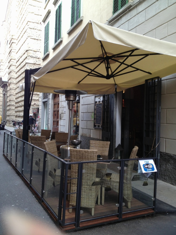 ENJOY THE ITALIAN LIFESTYLE OUTSIDE LE DAMIER CAFE'